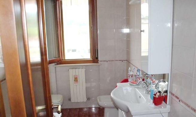 bagno secondo piano con vasca