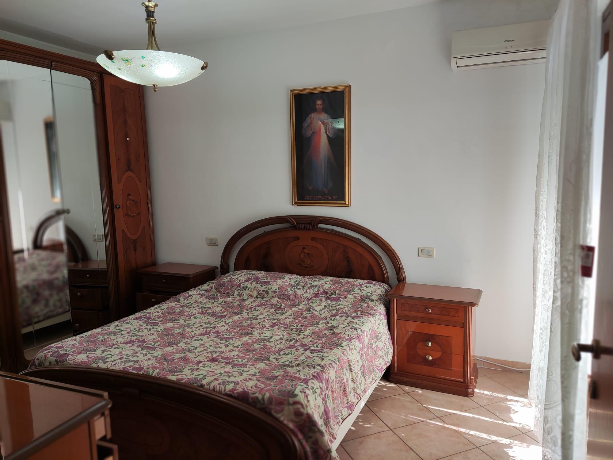Affittasi a Porto D'Ascoli  appartamento con ingresso indipendente e giardino.